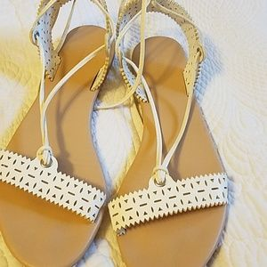 FOREVER21 WHITE LACE SANDALS
